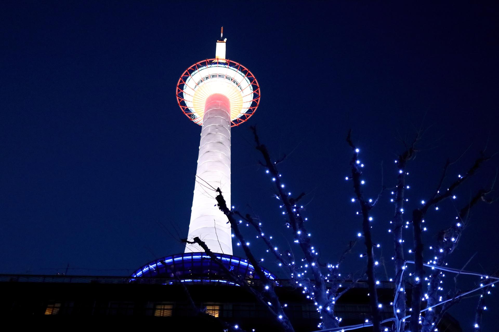 海のない京都の街を照らす灯台をイメージした京都のランドマーク「京都タワー」