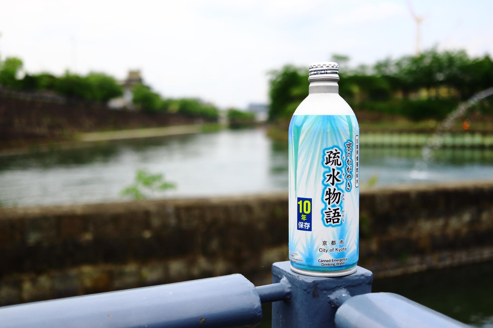 京都の偉大な産業遺産である「琵琶湖疏水」で購入「疎水物語」を疎水背景に