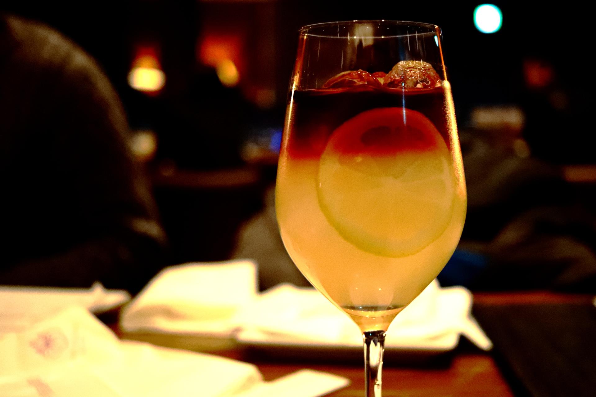 アメリカン・レモネード(赤ワインベースのカクテル、赤ワイン3:レモンジュース 4等)