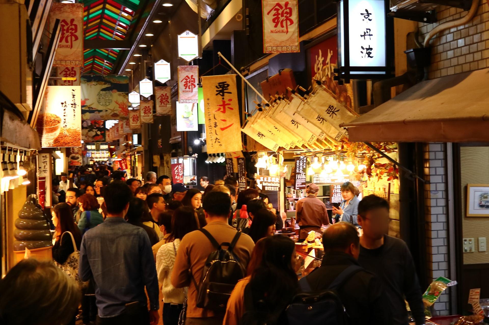京の台所、400年の歴史「錦市場」