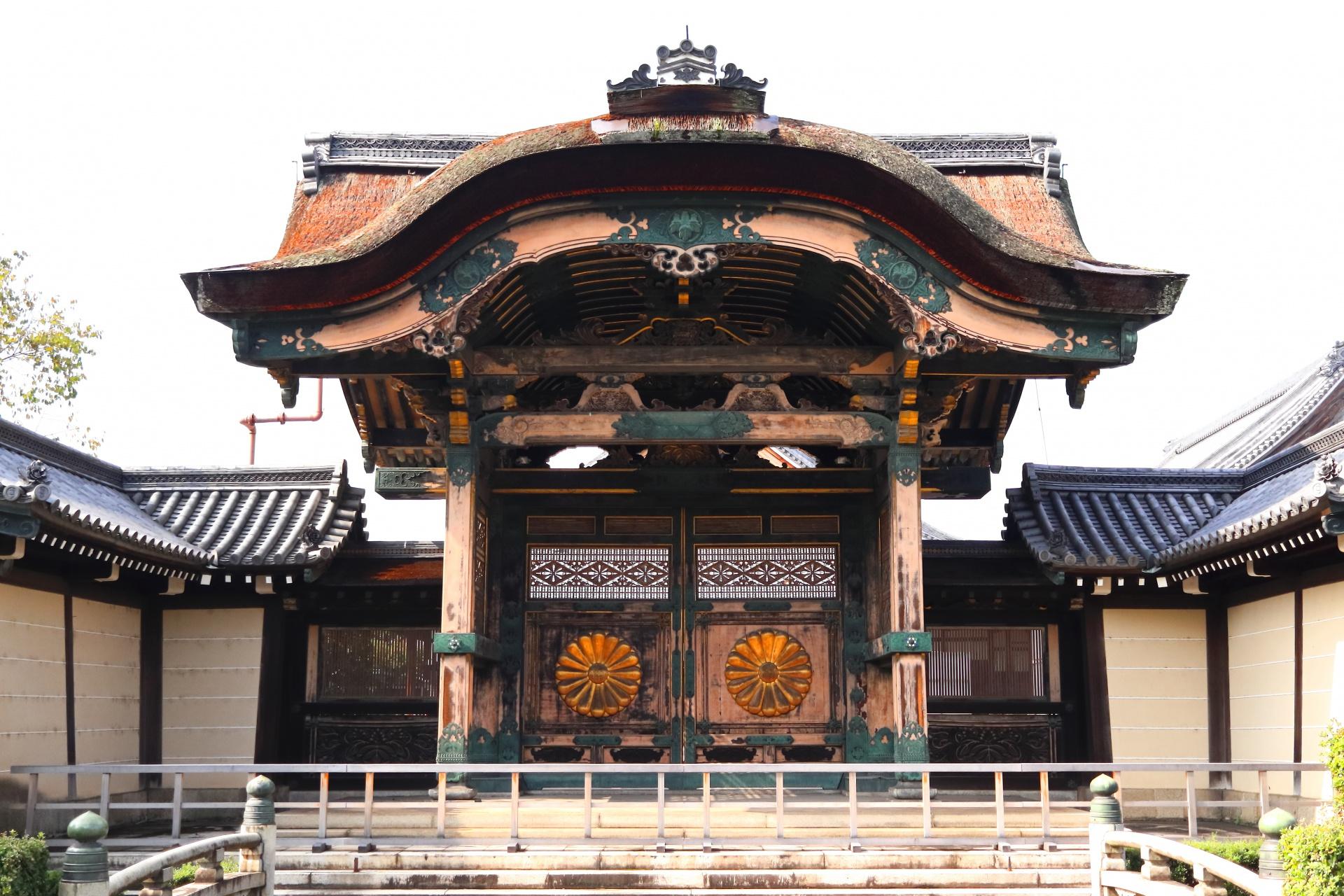 東本願寺勅使門 (ひがしほんがんじちょくしもん) 登録有形文化財