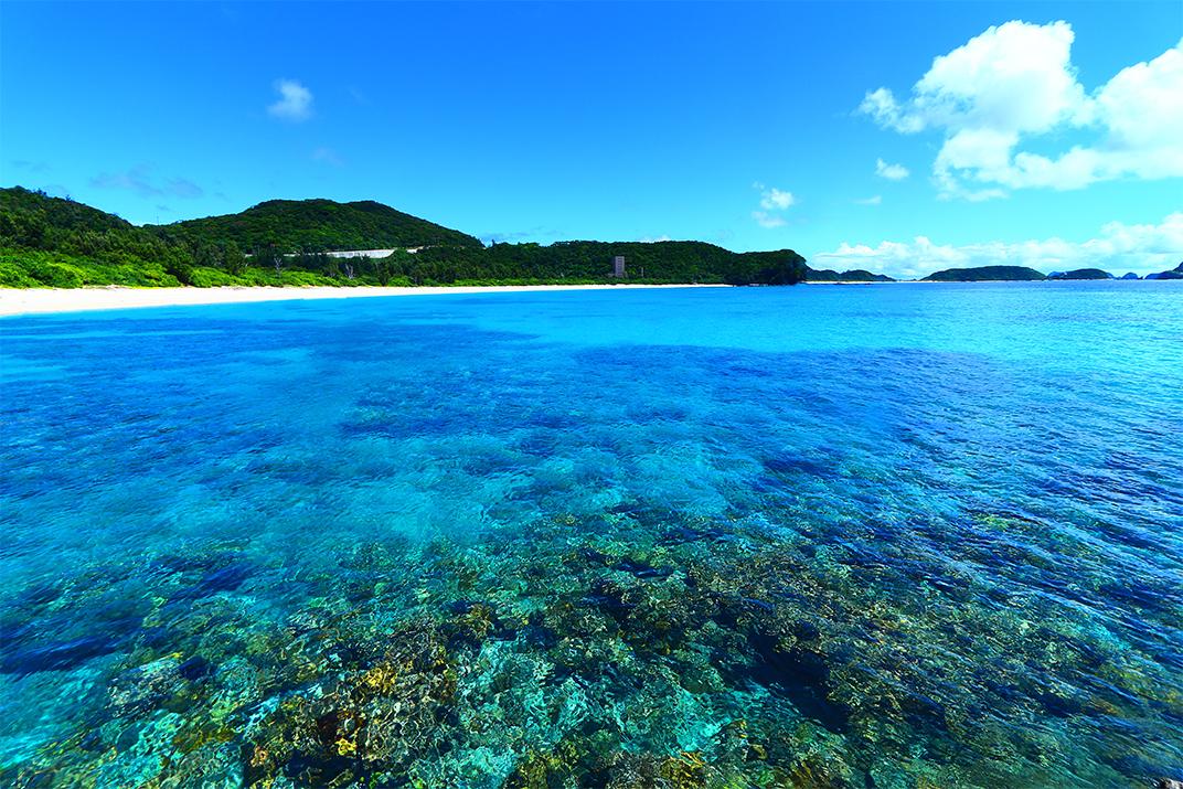ケラマブルーに珊瑚礁の極景!沖縄の離島 座間味 古座間味ビーチ